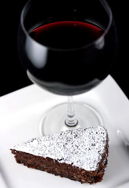 Шоколадова торта и вино