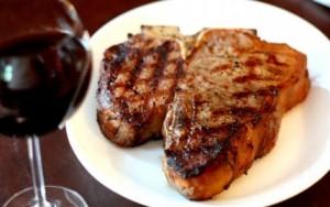 Червено вино със свинско месо