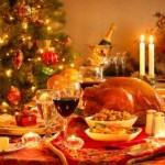 Вечеря за Коледа с бутилка вино
