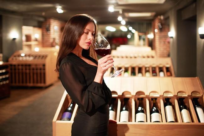 Как се дегустира вино. етапи на дегустация на червено и бяло вино