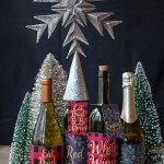 Етикети за Коледа като облекло на бутилка вино