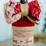 Коледна дрешка за бутилка вино с панделка