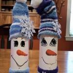 Бутилки за вино, декорирани като снежни човечета